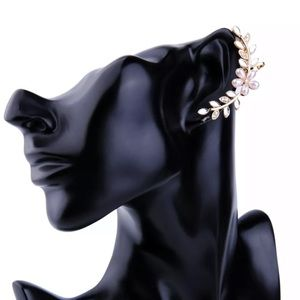 New Style✨ Flower Pearl Earring Cuffs 😍
